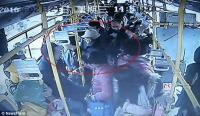 【中英双语】中国孕妇和老人因公交座位大打出手