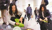 【中越双语】中国游客在丹麦狂扫奶粉,越南网民怎么说